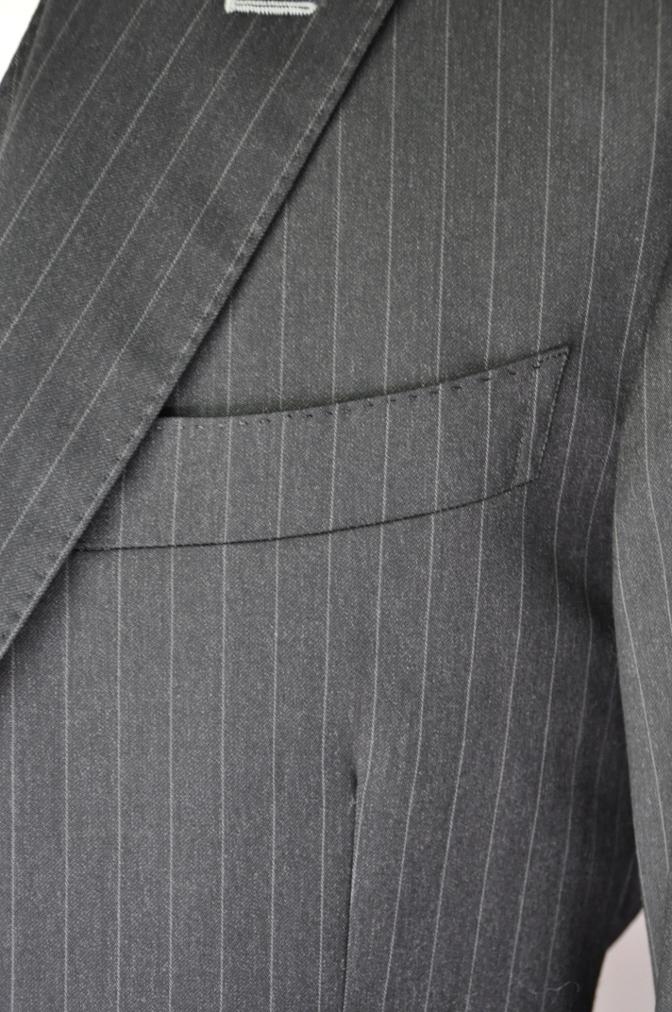 DSC32841 お客様のスーツの紹介-BIELLESI チャコールグレーストライプ スリーピース-