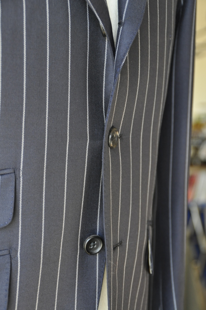 DSC3286 お客様のスーツの紹介-DARROW DALE ネイビーストライプ-