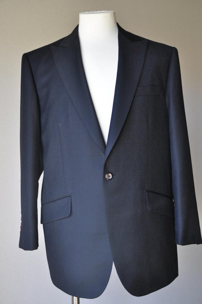 DSC3350 お客様のスーツの紹介-COLLEZIONI BIELLESI ブラック-