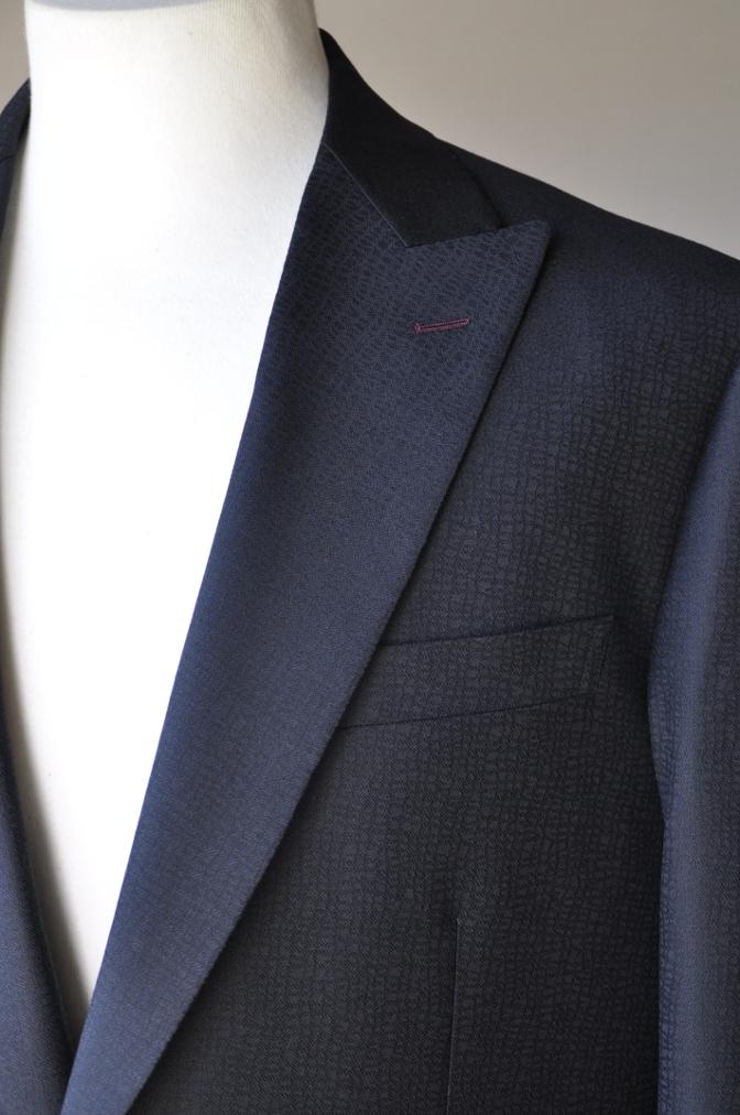 DSC3354 お客様のスーツの紹介-COLLEZIONI BIELLESI ブラック-