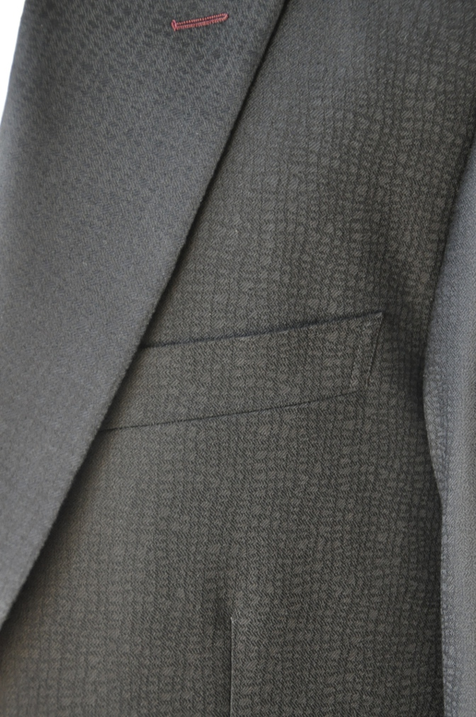 DSC3356 お客様のスーツの紹介-COLLEZIONI BIELLESI ブラック-
