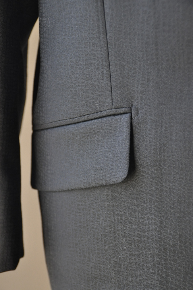 DSC3360 お客様のスーツの紹介-COLLEZIONI BIELLESI ブラック-
