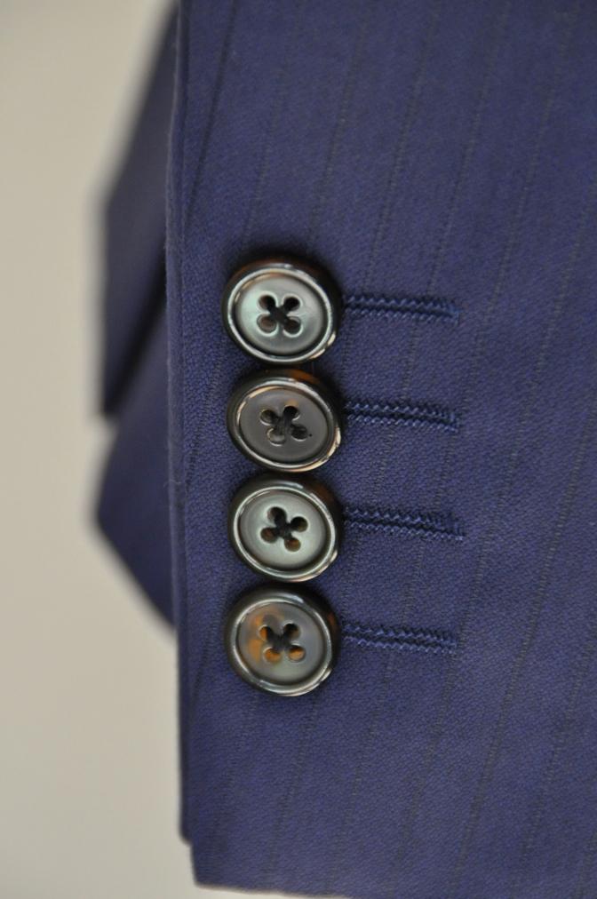 DSC3370 お客様のスーツの紹介-BIELLESI ネイビーストライプ スリーピース-