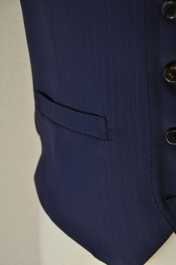 DSC3376 お客様のスーツの紹介-BIELLESI ネイビーストライプ スリーピース-