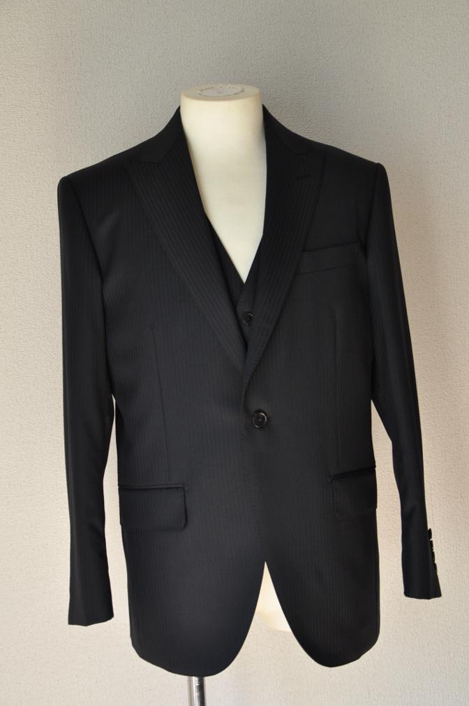 DSC3380 お客様のスーツの紹介-CANONICO ブラックシャドーストライプスリーピース-