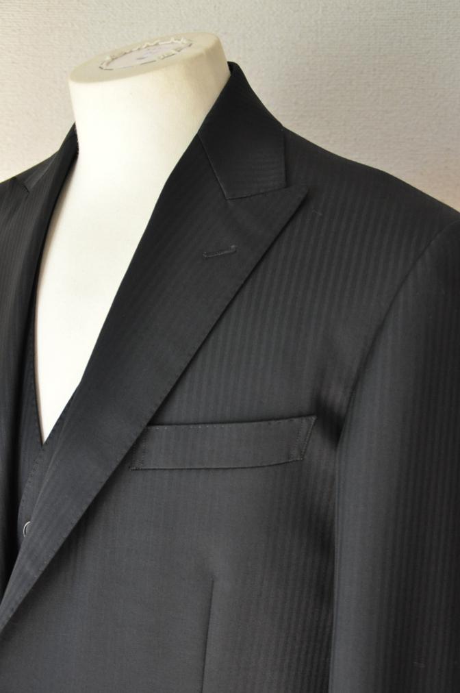 DSC3384 お客様のスーツの紹介-CANONICO ブラックシャドーストライプスリーピース-