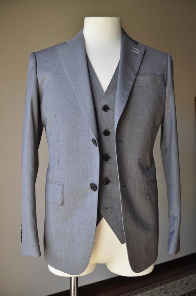 DSC3386 お客様のスーツの紹介-BIELLESI 無地ライトグレースリーピース-