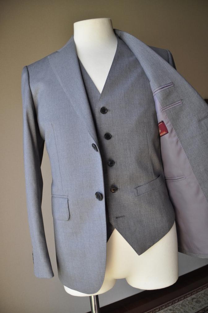 DSC3387 お客様のスーツの紹介-BIELLESI 無地ライトグレースリーピース-