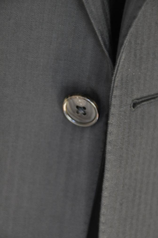 DSC33871 お客様のスーツの紹介-CANONICO ブラックシャドーストライプスリーピース-