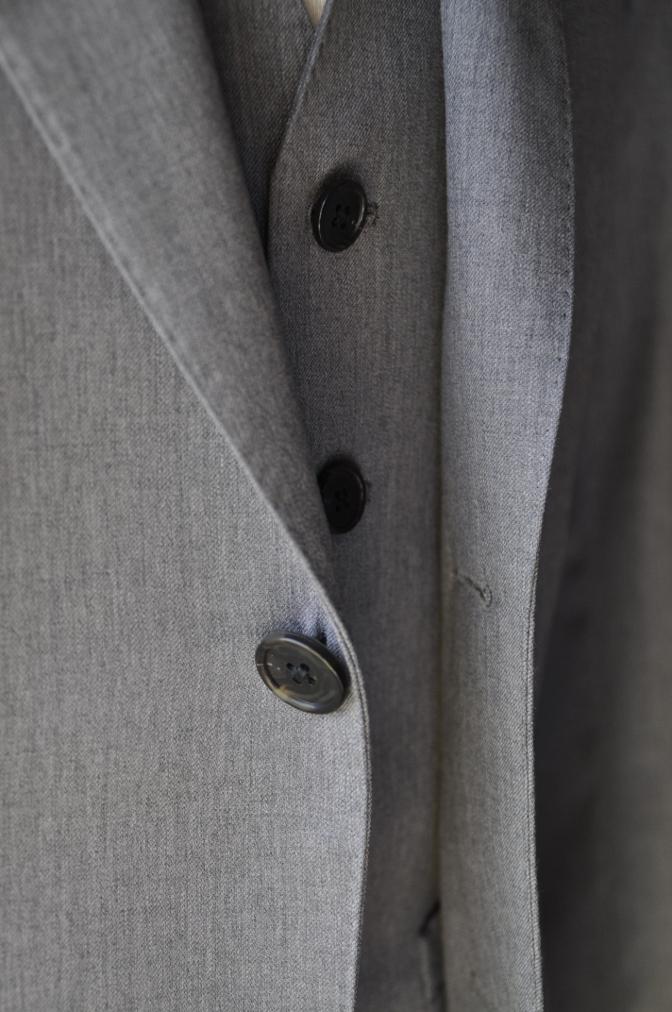 DSC3392 お客様のスーツの紹介-BIELLESI 無地ライトグレースリーピース-