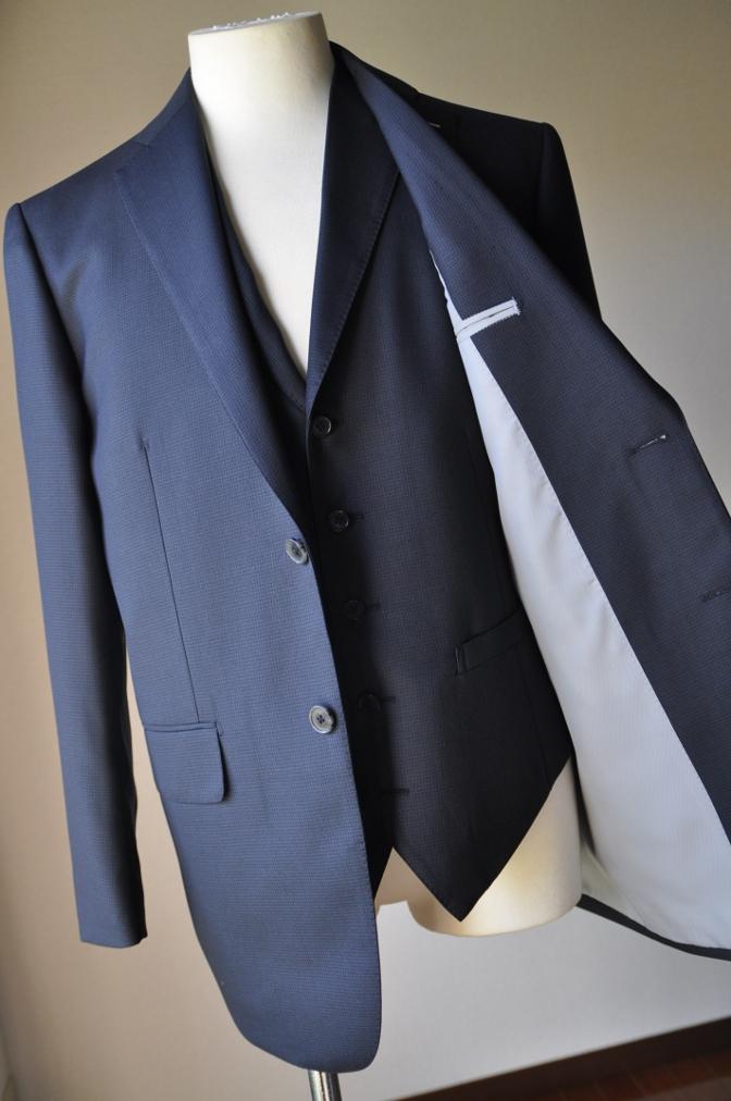 DSC3418 お客様のスーツの紹介-ネイビー千鳥格子 スリーピース-