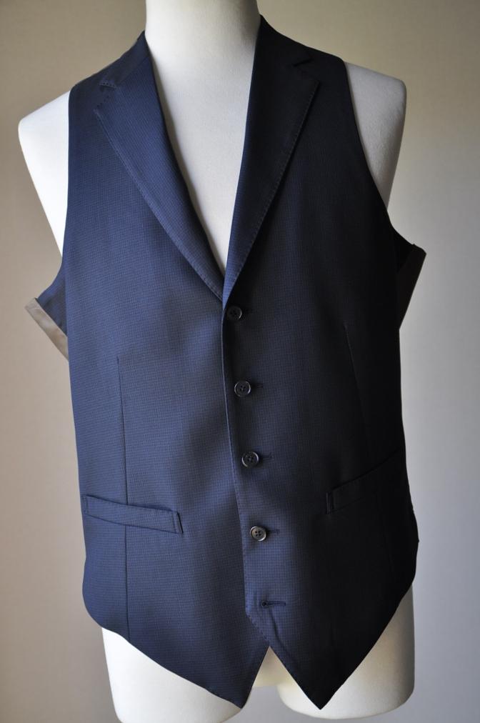 DSC3427 お客様のスーツの紹介-ネイビー千鳥格子 スリーピース-