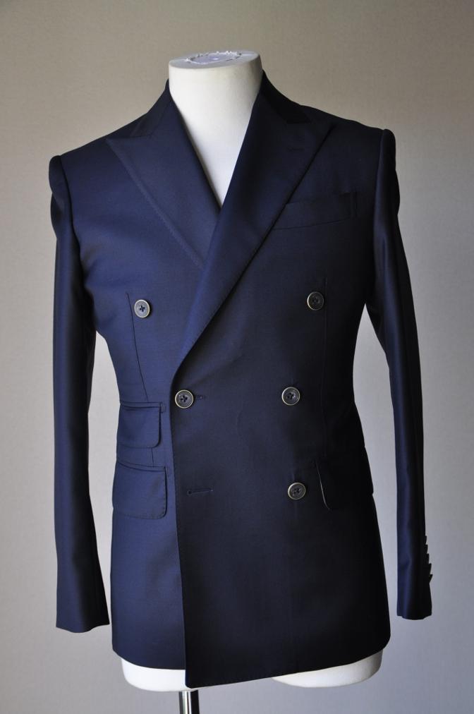 DSC3435 お客様のスーツの紹介-CANONICO ネイビ- ダブルスーツ-