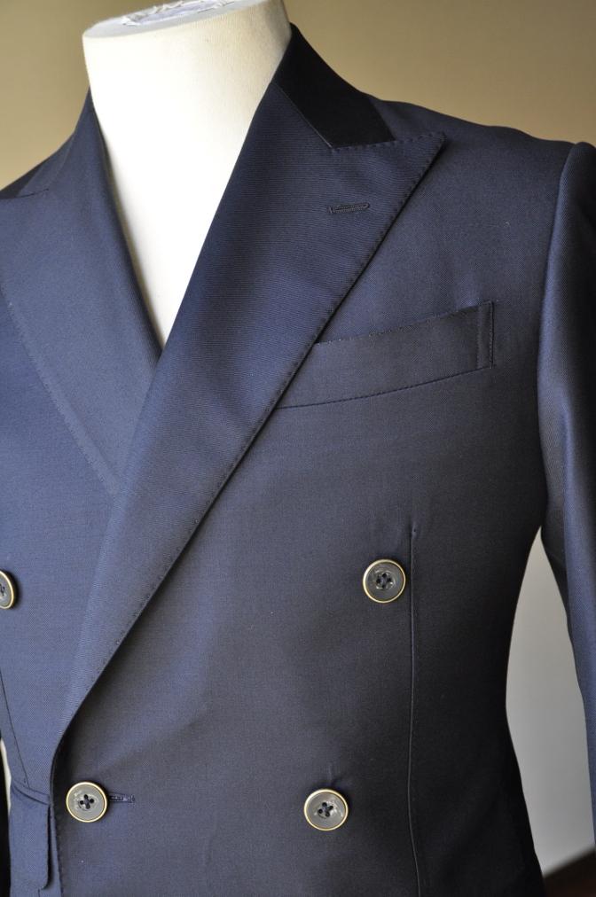 DSC3436 お客様のスーツの紹介-CANONICO ネイビ- ダブルスーツ-