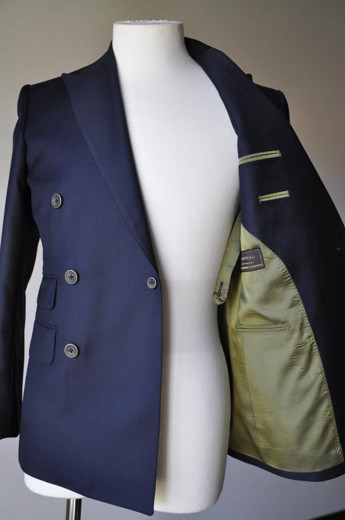 DSC3446 お客様のスーツの紹介-CANONICO ネイビ- ダブルスーツ-