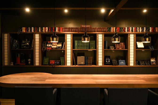 TP2_3559-1 お休みをいただきます。 名古屋の完全予約制オーダースーツ専門店DEFFERT