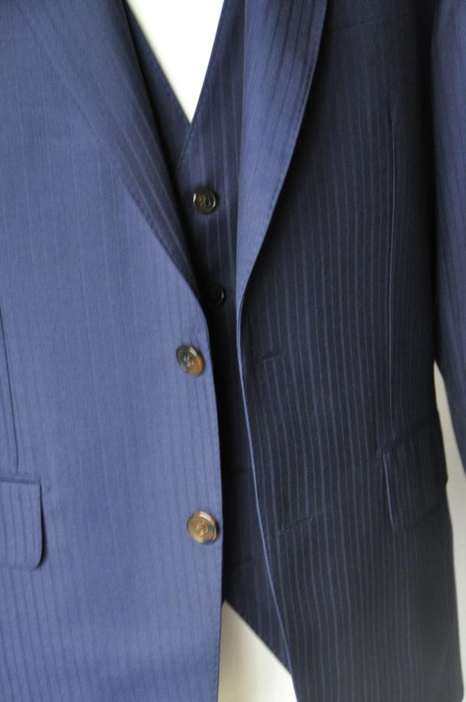 b3230feeb18c384a6b74667e2448b724 お客様のスーツの紹介-御幸毛織 ネイビーシャドーストライプ-