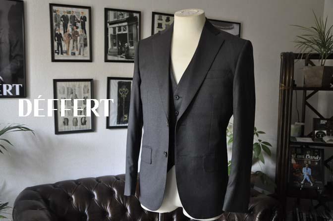 fb3f69576cfe10583fd3902ddd3fa3e7 お客様のスーツの紹介-Biellesi 無地チャコールグレースリーピース- 名古屋の完全予約制オーダースーツ専門店DEFFERT