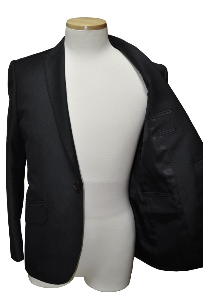 miyoshib-680x1024 オーダースーツ-テーマはロックのブラックスーツ
