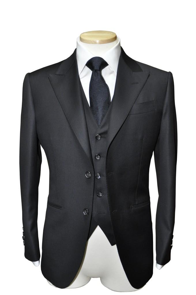 tba-680x1024 ご注文いただいたスーツの紹介-CANONICO ブラックスリーピース-