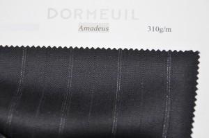 yoshiyasusamakijifb-300x199 ご注文いただいたスーツの紹介-DORMEUIL Amadeus ブラック ストライプ-